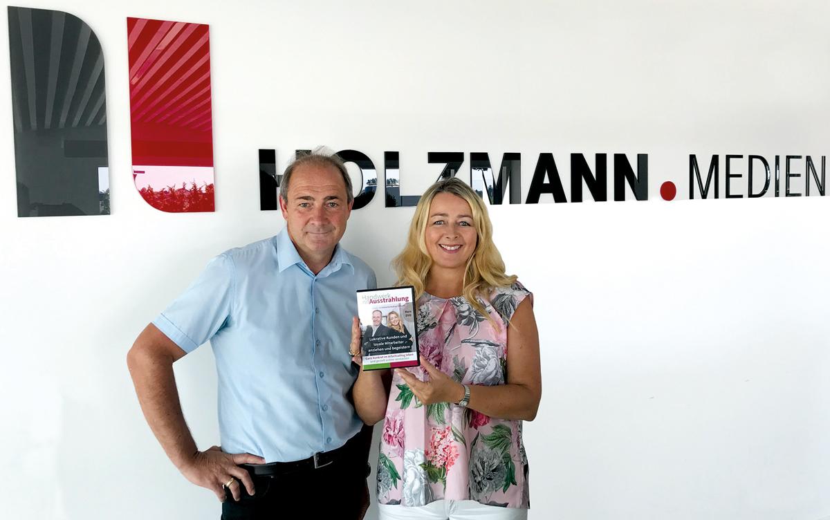 Achim Sacher von Holzmann Medienshop mit Umberta Andrea Simonis